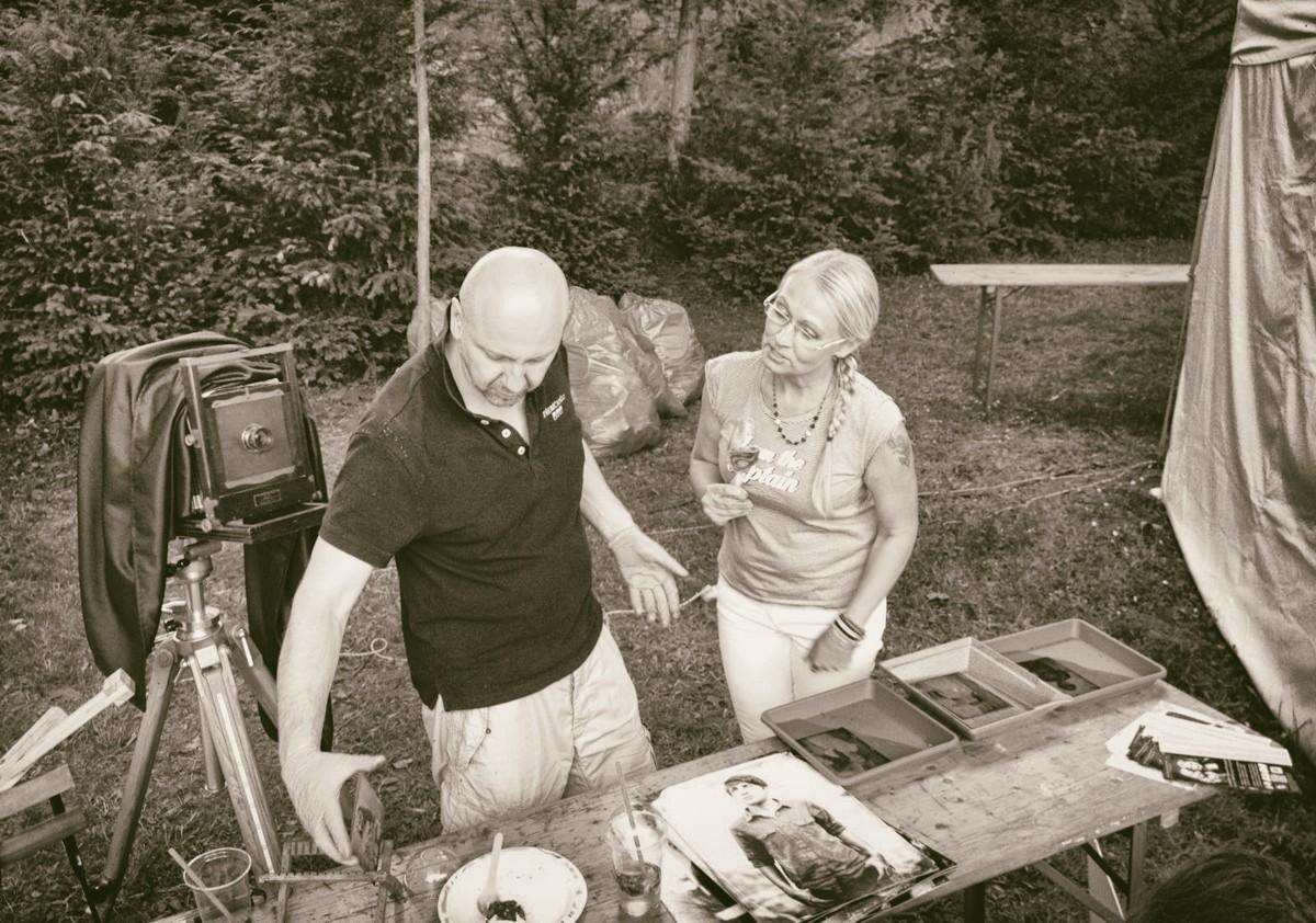 """Během prezentace fotografií na <a href=""""https://www.slavnostiruzovehovina.cz"""">Slavnosti řůžového vína</a> 2016 v zámeckém parku v Třebíči"""