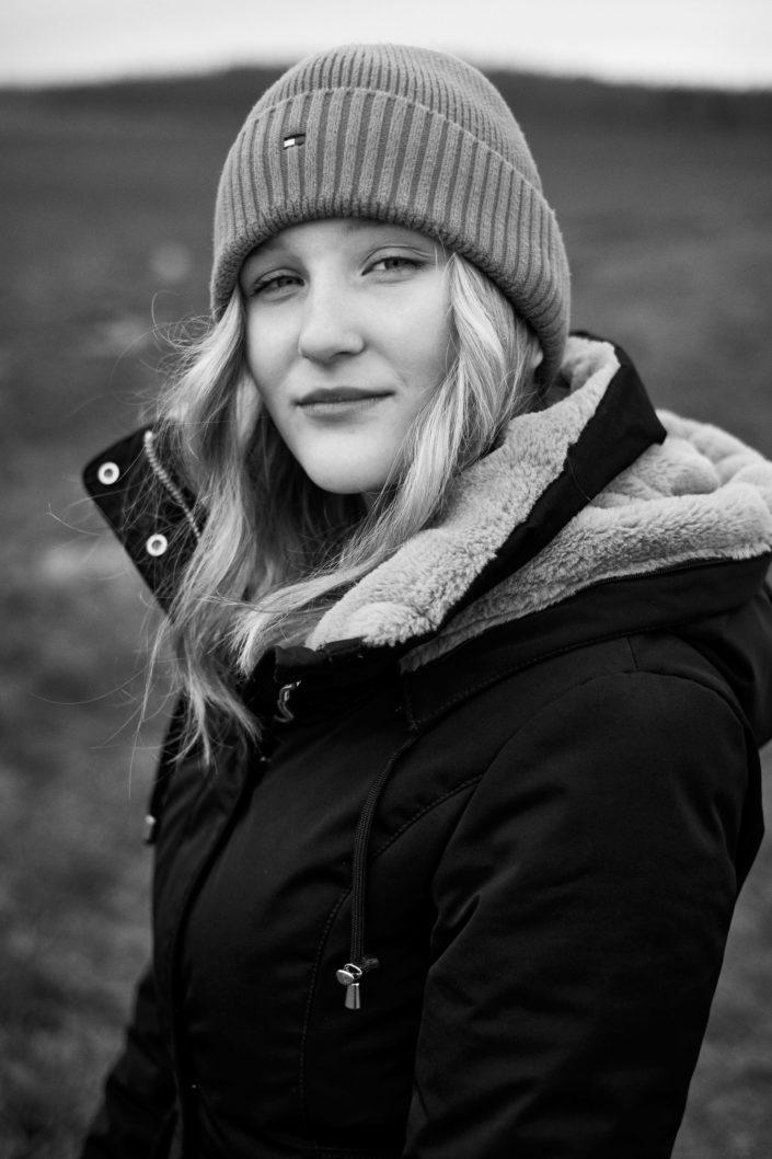 Portrét černobíle venku Třebíč